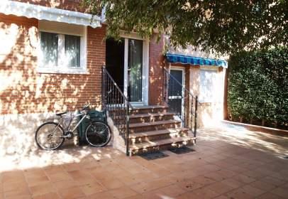 Casa pareada en calle José Quintana