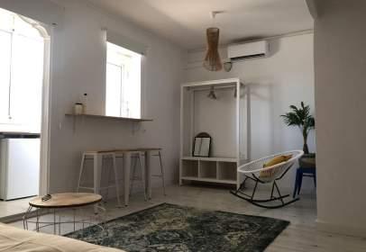 Apartament a Carrer d'Àngel Guimerà, prop de Carrer de Buenos Aires