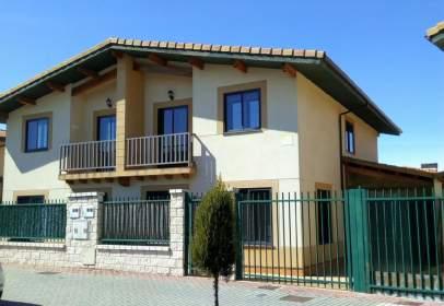 Casa adosada en calle Miguel Delibes