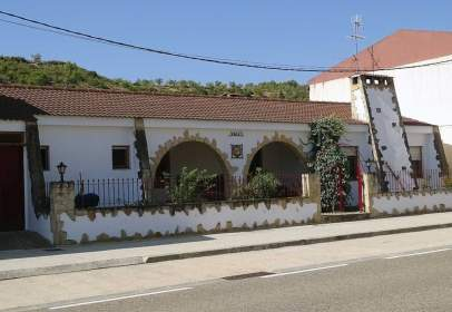 Casa adosada en calle Valdeltormo