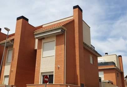 Casa aparellada a calle Valle de Tena