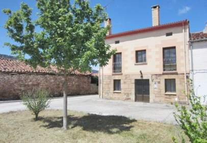 Casa pareada en calle de Quintana
