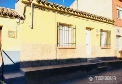 Casa adosada en calle Peligros