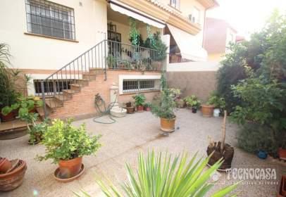 Terraced house in Zona de San Cayetano-Avenida Cristóbal Colón
