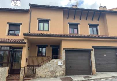Casa adossada a calle Real