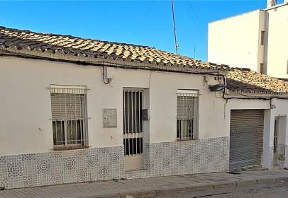 Casa adossada a calle Mariano Nipho