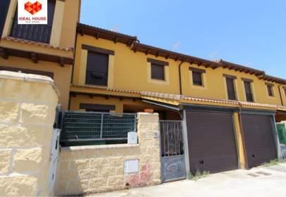 Casa adosada en calle Barriales