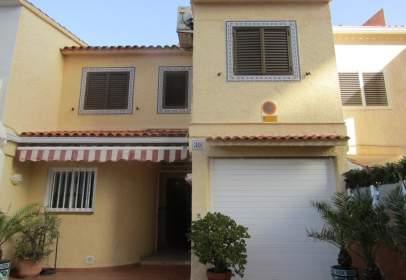 Casa adosada en calle Cap San Antoni, nº 1