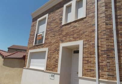 Casa aparellada a calle del Castillo, 28