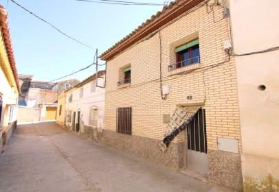 Casa adossada a calle de Cantavieja, 7