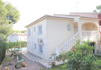 Casa pareada en calle Cartagineses