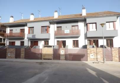 Casa adosada en calle Ramón y Cajal, 6