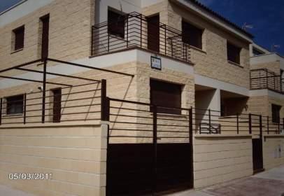 Casa adosada en Noez