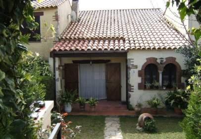 Casa adosada en calle Les Oliveres