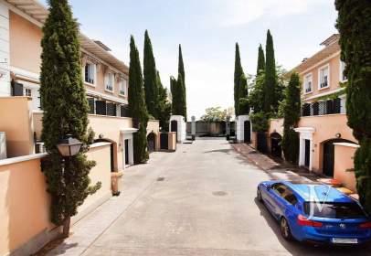 Casa aparellada a calle Avenida de Carondelet