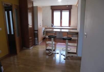 Studio in Oyón. Estudio de 50 M2. Cocina Americana. 1 Baño. Reformado