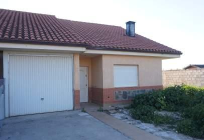 Casa aparellada a calle Ronca Verde 22