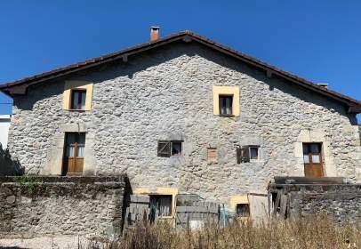Casa en calle Matienzo