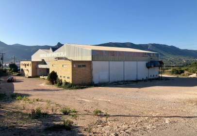 Nave industrial en Montesa, Zona de - Vallada Nave 1500 M Techo Con Muelles de Carga y Oficinas 1.800 €