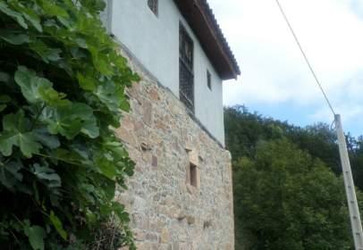 Casa en calle Sograndio de Proaza, Candeal