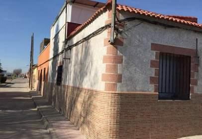 Casa adosada en calle calle Cristóbal Colón, nº 56