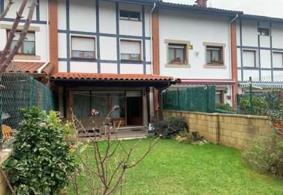 Casa adosada en Barrio Santullán