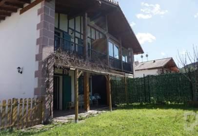 Casa adosada en calle Alkaiaga Beheko Kalea, nº 122