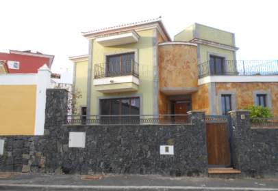 Casa en calle Victoria Kent, 4