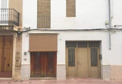 Casa adosada en calle Cervantes, nº 73