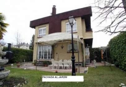 Xalet a calle Salbatierrabide, prop de Calle de Mendizabala