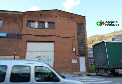 Nave industrial en calle de Quevedo