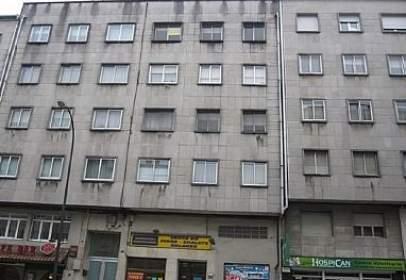 Flat in calle Rosalia de Castro, nº 31