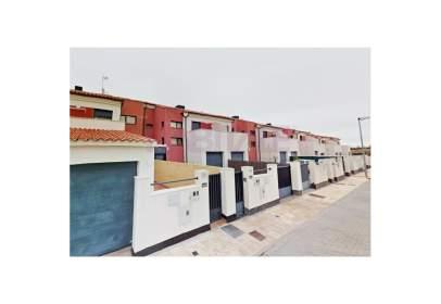 Casa adosada en calle Parada de Arriba, 20