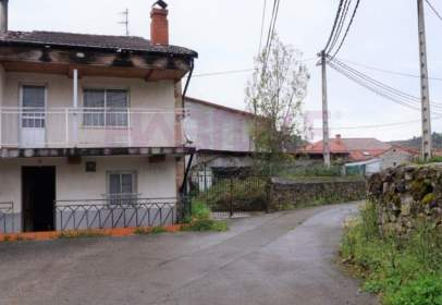 Paired house in calle Barrio  de Hondon, nº 98