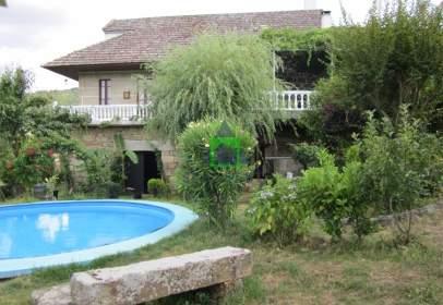 Casa en calle Alongos
