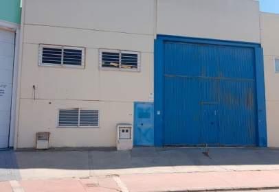 Nave industrial en calle de Sierra Nevada