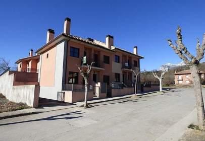 Casa adosada en calle Ribagorza