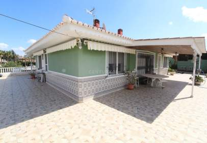 Chalet in calle calle Avellano 24