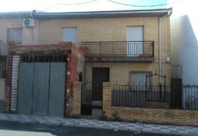Casa adossada a Begíjar