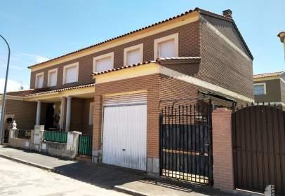 Casa adosada en calle Miralprado, nº 31
