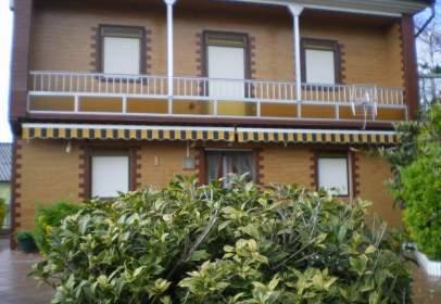 Single-family house in Avenida Pedreña