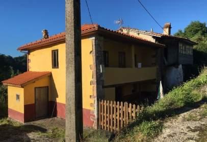 Casa adossada a Avenida Linares