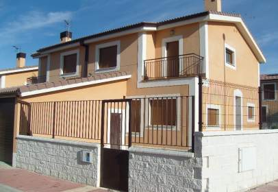 Casa en Fuensaldaña