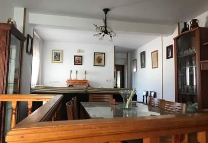 Casa adosada en calle Ocaña