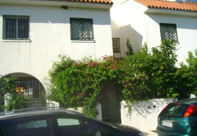Casa adosada en Urb. Villa Magdalena El Castil