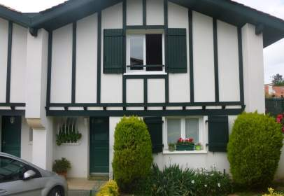 Casa adosada en calle Erdikoa