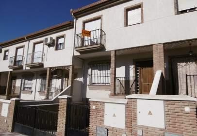 Casa adosada en calle Mariana Pineda, nº 9