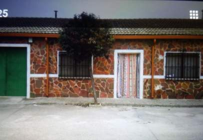 Terraced house in Avenida Donantes de Sangre , nº 13