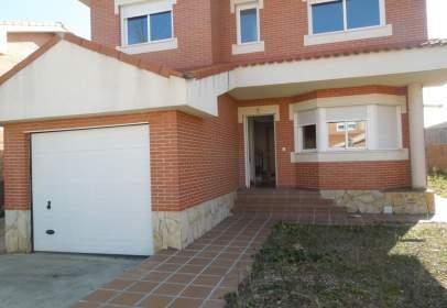 Casa unifamiliar a calle Isabel de Portugai, nº 25