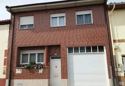 Casa adosada en calle los Hatos, nº 26